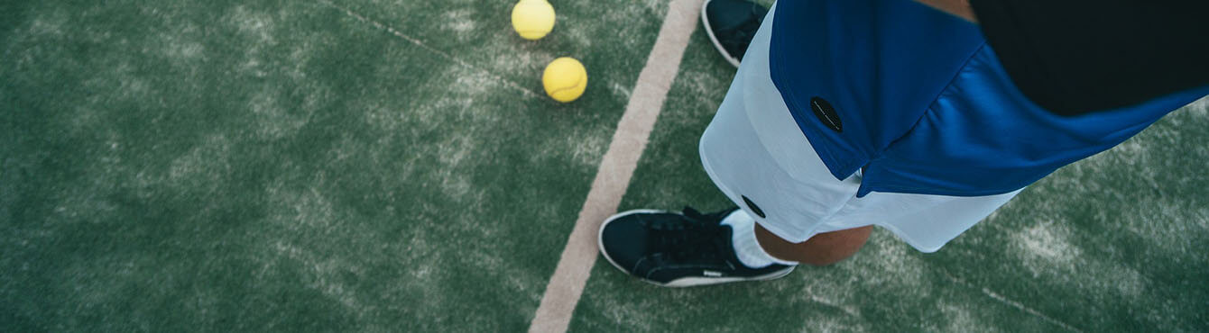 Socks and technical clothing for tennis and paddle